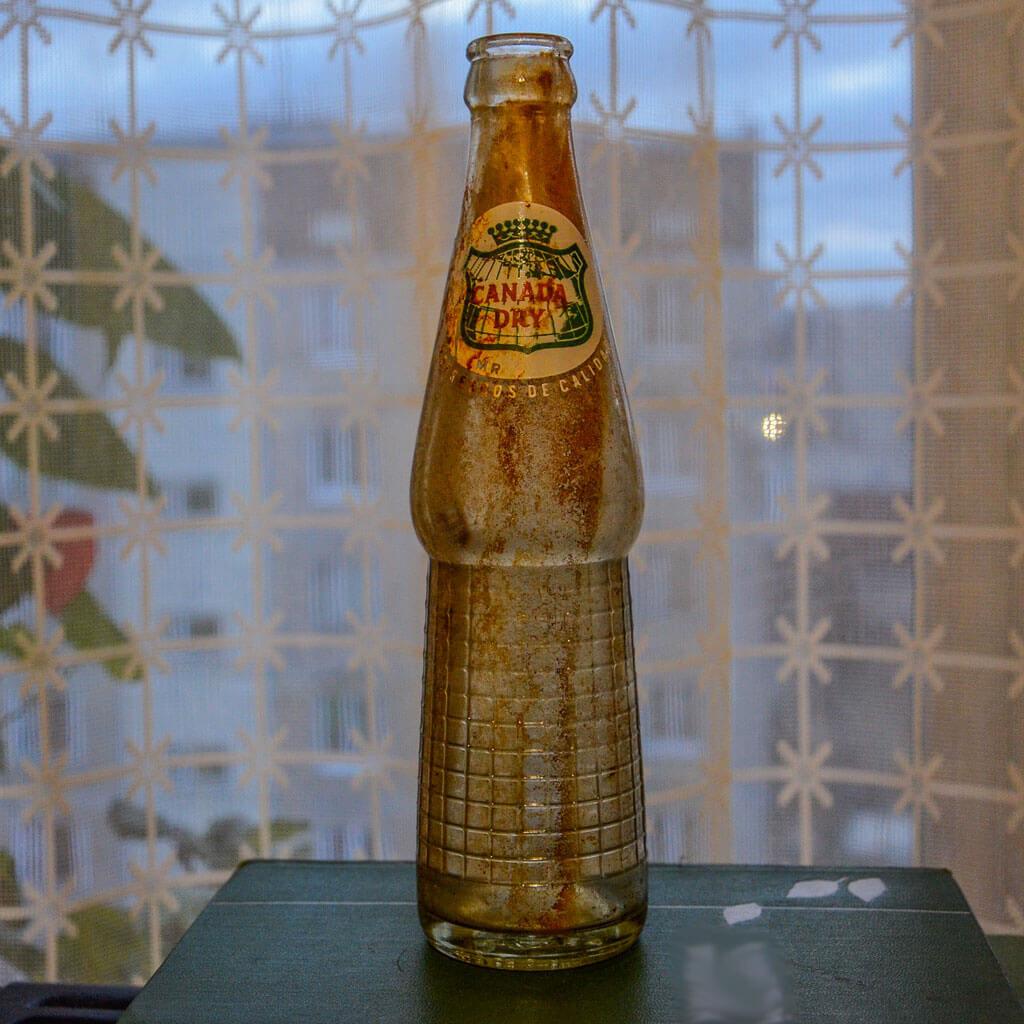 винтажная бутылка canada dry