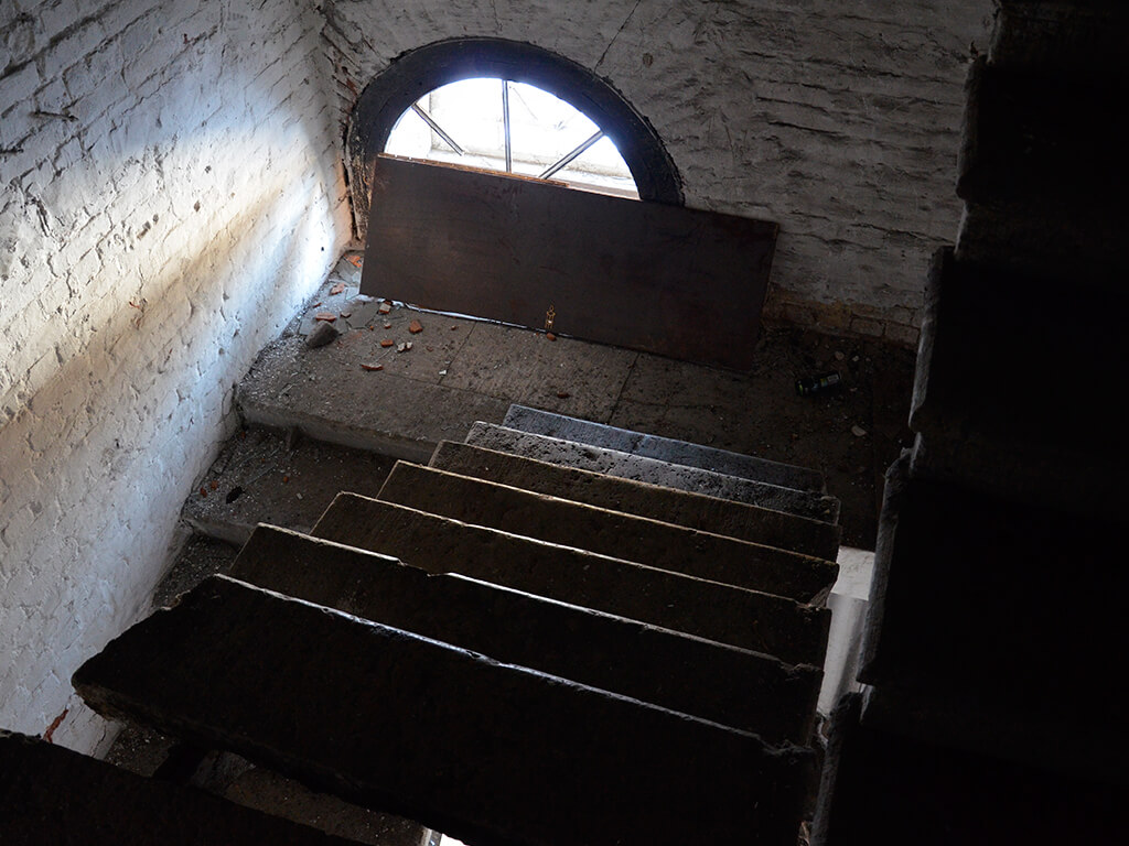 заброшенное здание бани