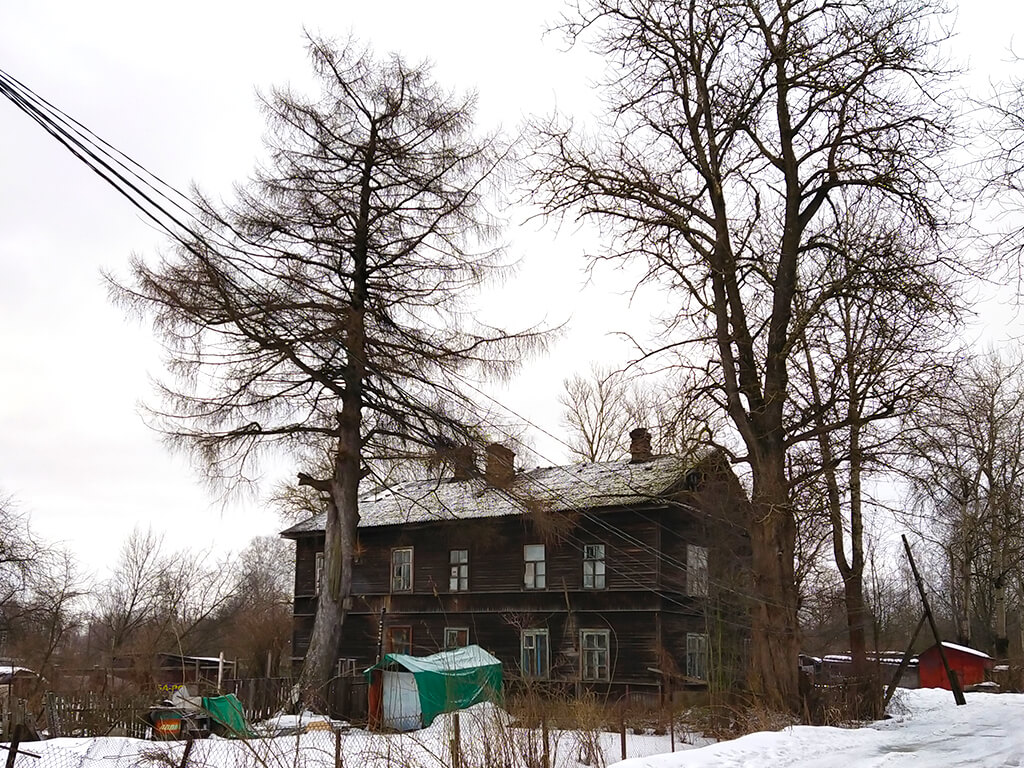 дом на поселковой улице