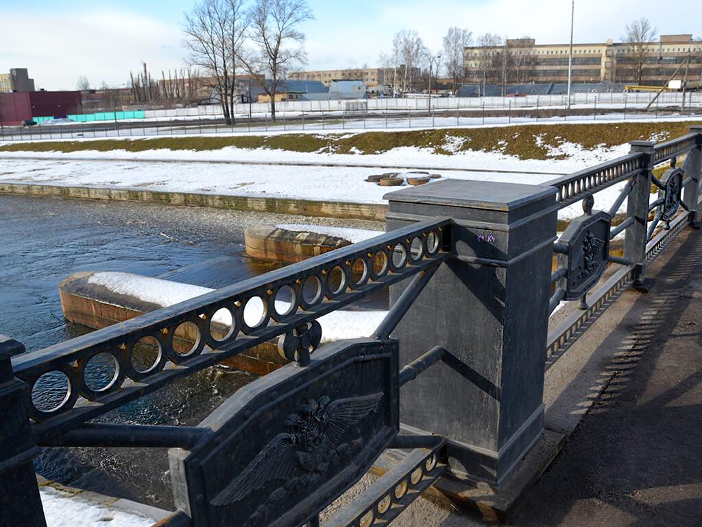 мост на плотине