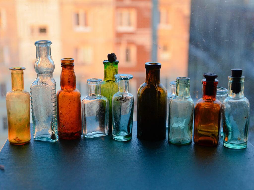 старые аптечные бутылочки.