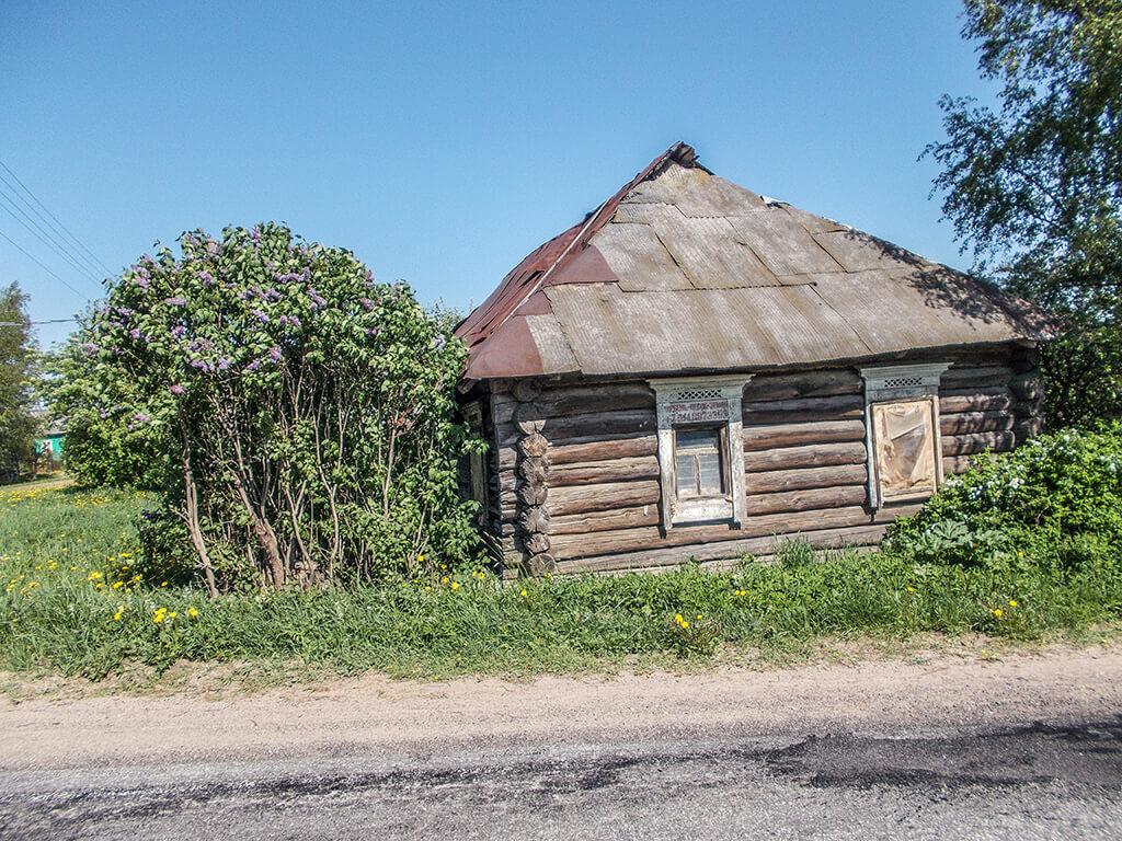 брошенный деревенский дом