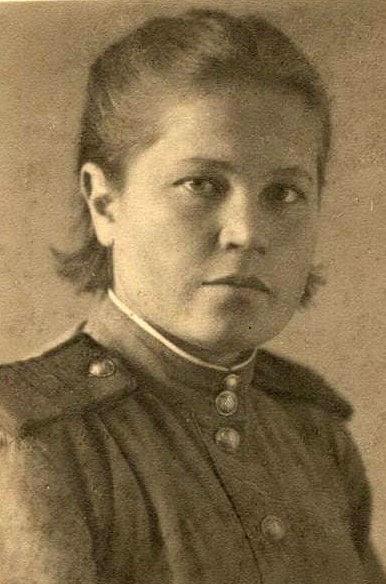родная сестра героя Анна